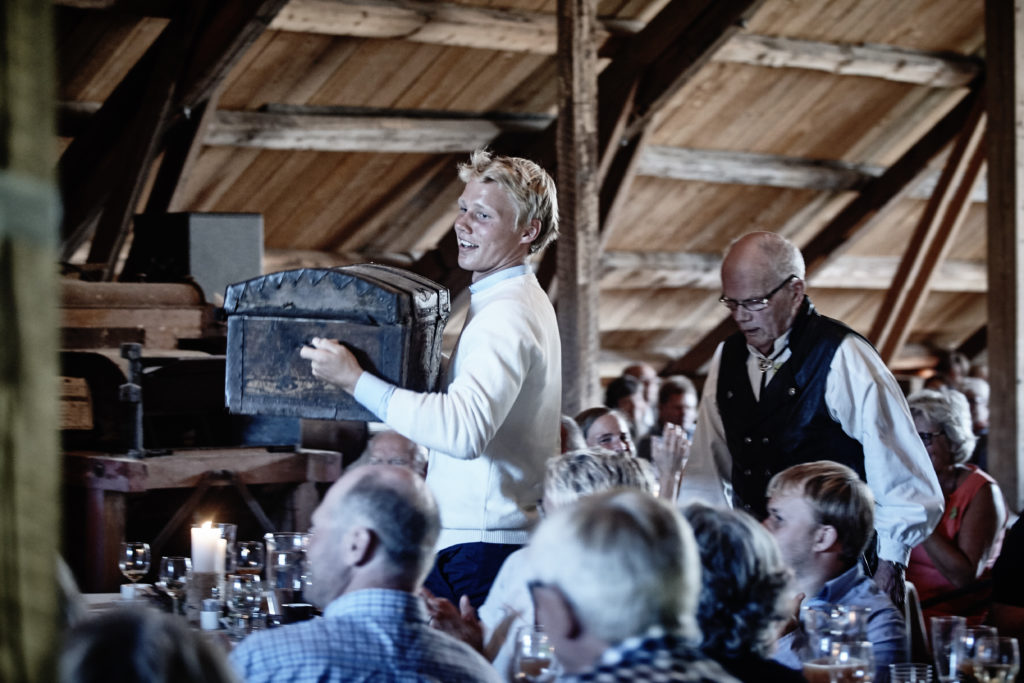 One of the guests, Mr. Kolbjorn Sonsteby, appears.  With an old suitcase.  Grete's nephew Sigurd carries the treasure.