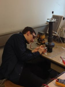 Master Candidate Roman Koller at the University of Technology in Vienna at work with the gliding arc plasma reactor. Photo:  Margarete Drager, SBI